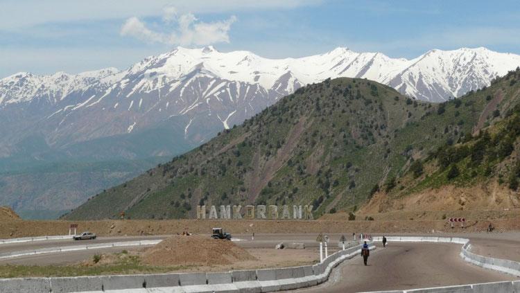 Redescente vers Angren : ca y est on en a fini avec les montagnes pour un petit moment...