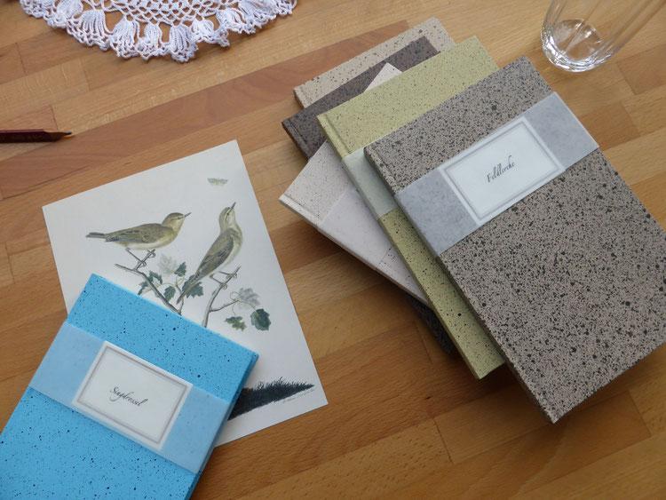 Sprenkelpapier mit Vogeleidekor für Blankobücher aus der Werkstatt von Sabina Kerkhoff