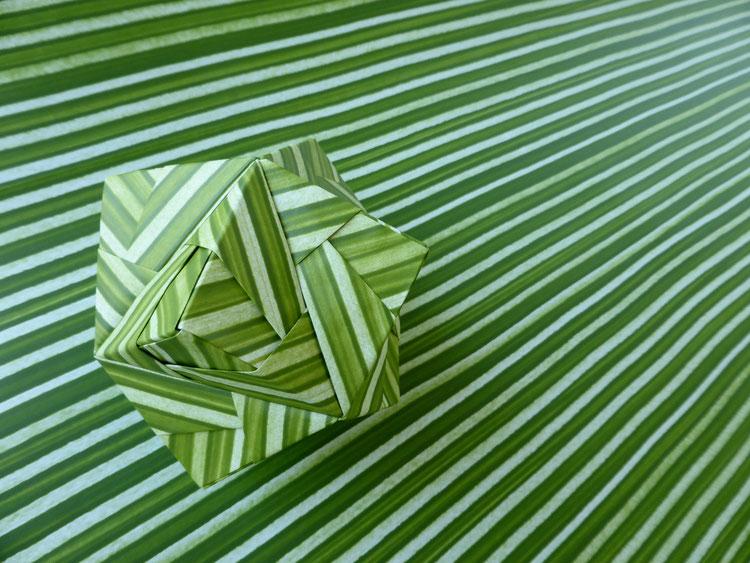 Modulares Origami-Modell von Mitsunobu Sonobe, Höhe 8 cm