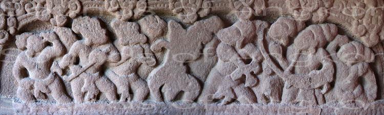 Linteau du VIIe s. en grès rouge. Provenance inconnue. Style de Sambor Prei Kuk. Musée National du Cambodge. Ref. 1757.