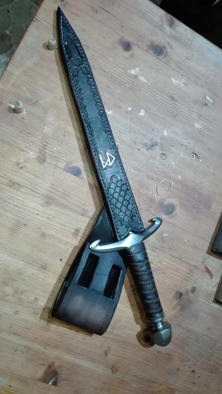 Schwarze Lederscheide für Kurzschwert