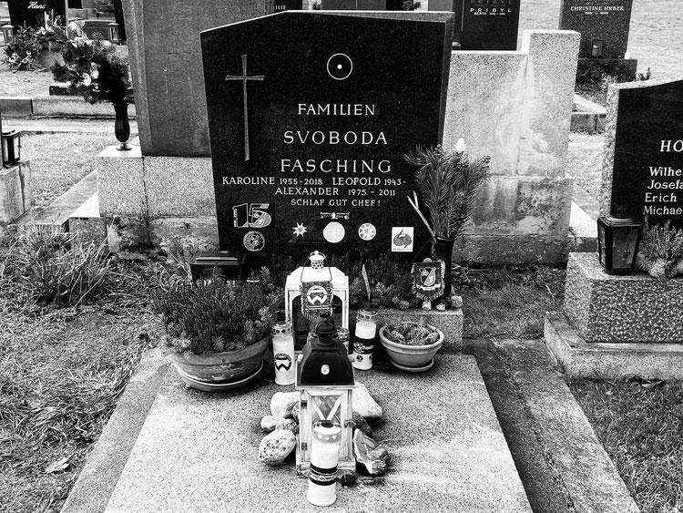 Anlässlich des 10 jährigen Todestages von Alexander besuchten Fanatics sein Grab
