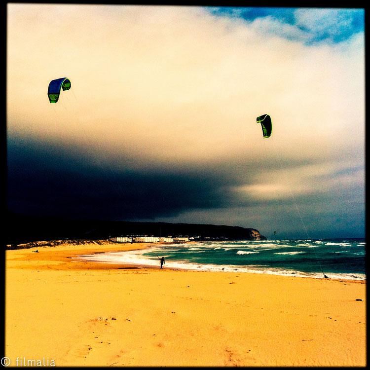 Atrapando viento. Zahara de los atunes. España. kite surf