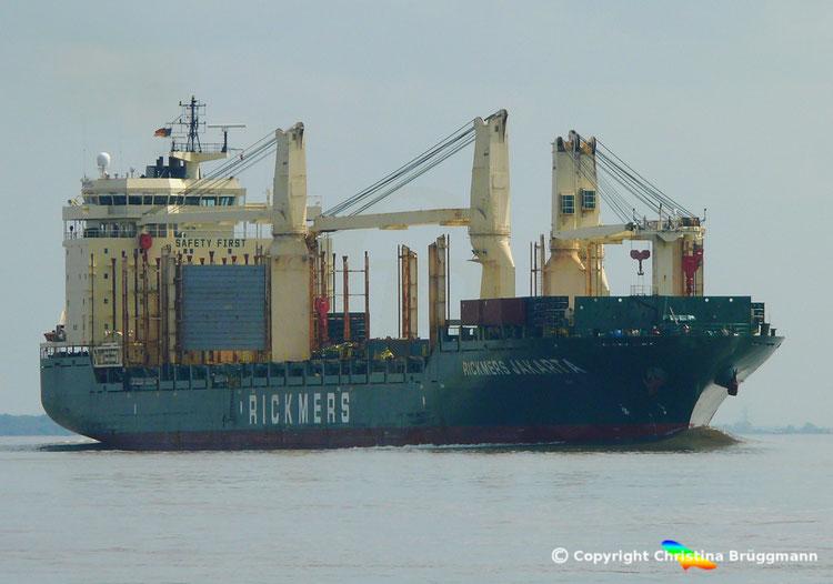 RICKMERS JAKARTA auf der Elbe 08.05.2015