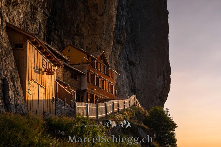 Aescher, Wildkirchli, Ebenalp, Alpstein, Appenzell, Marcel Schiegg, Berggasthaus Aescher, Lichtstimmung, Schweiz, Berge, wandern, Appenzellerland, Pfefferbeere