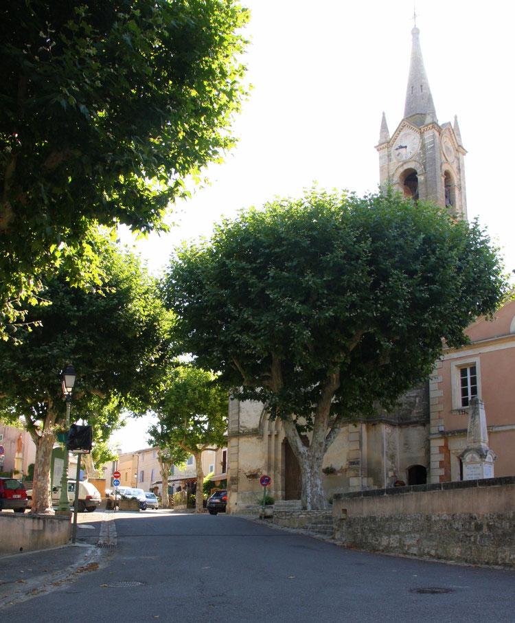 Bild: Vor der Kirche von Villares im Vaucluse