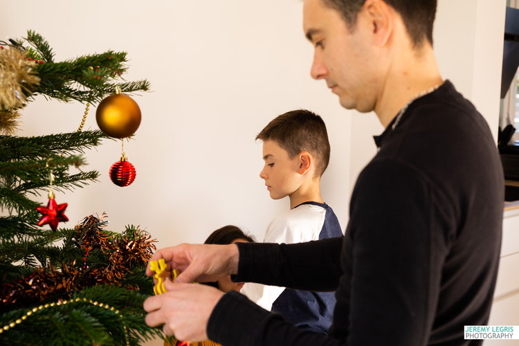 Séance Photo Famille - Décorez votre Sapin de Noël en photo - JeremyLegris-Photography - Photographe sur Grenoble