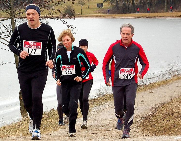 """1. Runde (einziger Anstieg, bei km 5); danach kam der """"Einbruch"""". Die beiden Läufer direkt hinter mir kamen noch vor mir ins Ziel."""