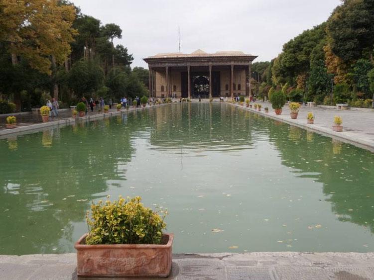 чехель сотун дворец сорока колонн исфахан иран