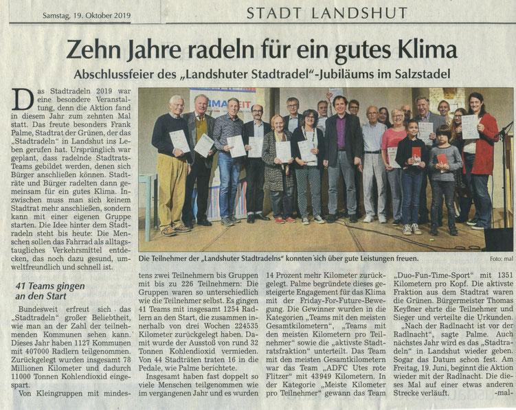 Quelle- Landshuter Zeitung 19.10.2019-Gottfried Paulus, zweiter von Links bei der Ehrung der Besten Teams u.a.