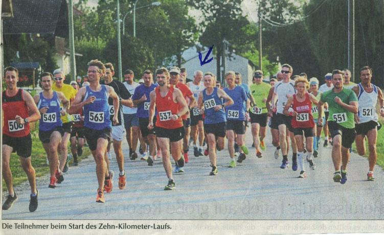 Quelle: Landshuter Zeitung vom 26.07.2018 - Rudi in weißem Trikot in Bildmitte - siehe Pfeil! beim Start in Münchnerau