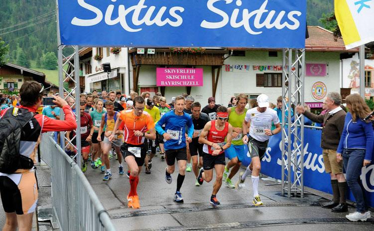 Start zum Sixtus-Lauf am Schliersee 2015: Steffen holt sich den Gesamtsieg (Bild: Andreas Leder)