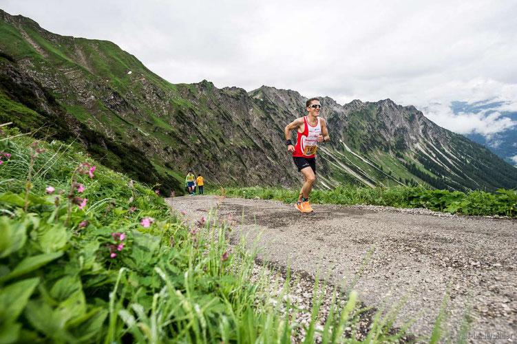 Steffen auf den letzten Metern zum Ziel bei der Station Höfatsblick am Nebelhorn (Foto: Dominik Berchtold)