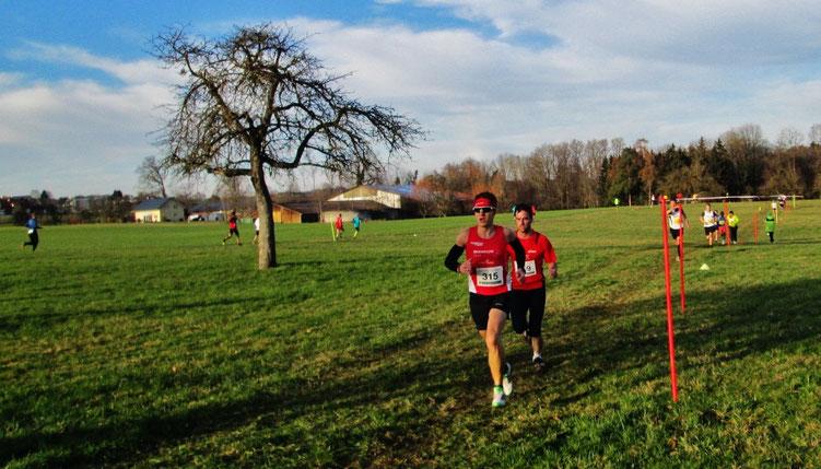 Auftakt zur Oberschwäbischen Crosslaufserie in Blitzenreute - Steffen läuft in 27:23 Minuten über 7,5 Km auf den 13. Gesamtrang (Foto: Peter Steiner)