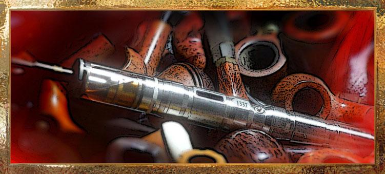 Meine Tabakspfeifen liegen nun schon seit Jahren nur noch in Schubladen und bilden hier für den SWABIA den Hintergrund.
