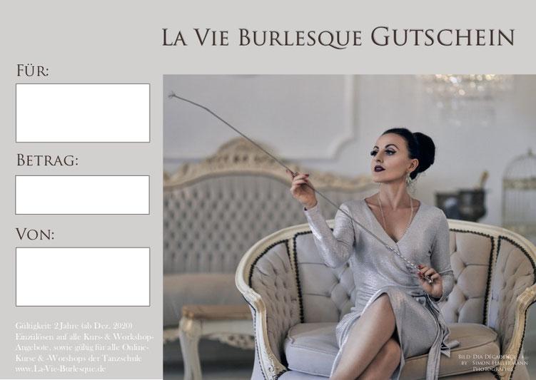La Vie Burlesque Gutschein | Model: Dia Décadence Fotografie: Simon Hallermann Photographie