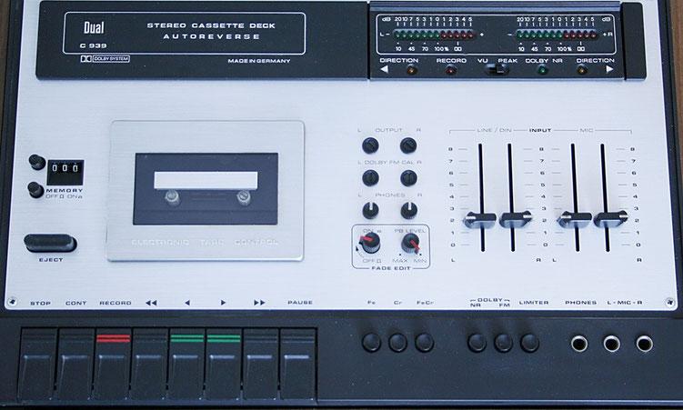Kassettendeck mit vielen Ausstattungsmerkmalen aus den siebziger Jahren (Dual C 939)