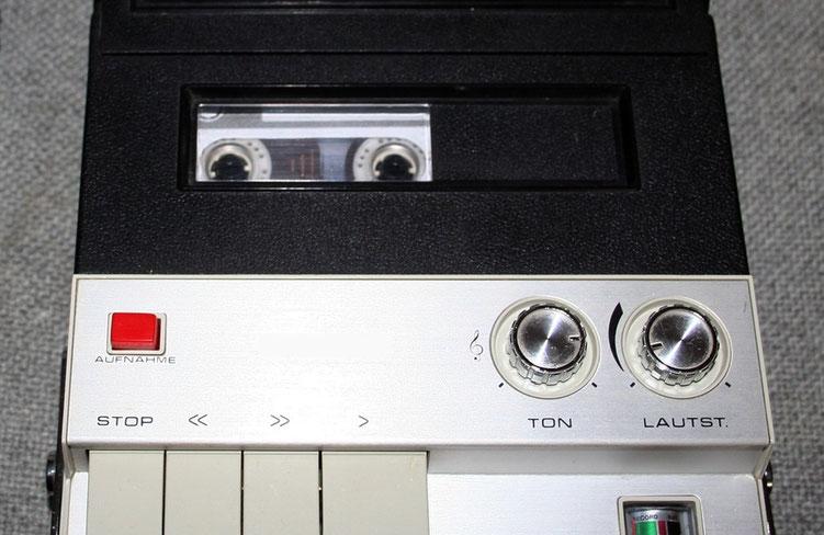 Kassettenrecorder mit Musikkassette
