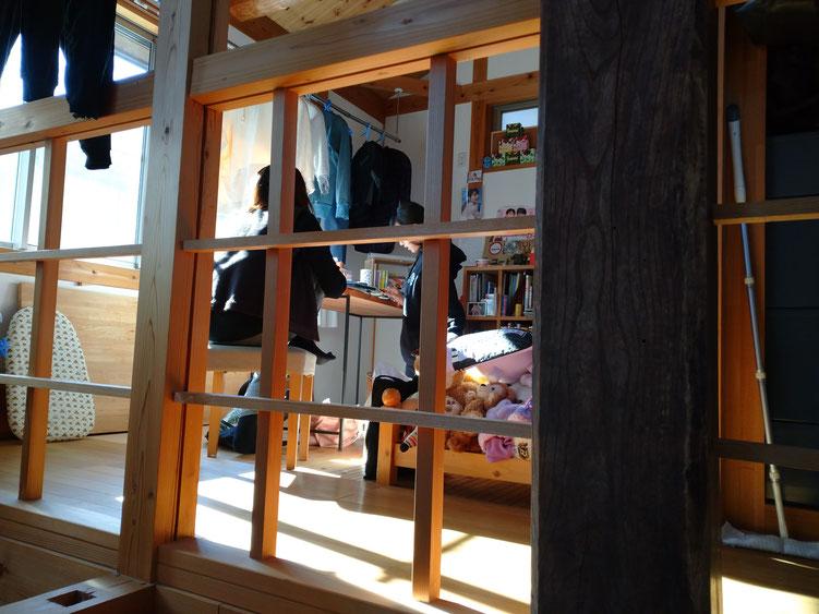 木と漆喰とセルロースファイバーでつくる家