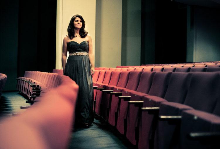 Opernsängerin Maren Schwier im Theater Foto von Fotografin Antje Dopheide