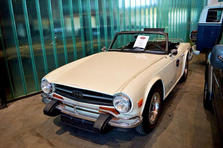 Bremen - Oldtimer im Schuppen Eins 8 - Triumph TR6 von 1074