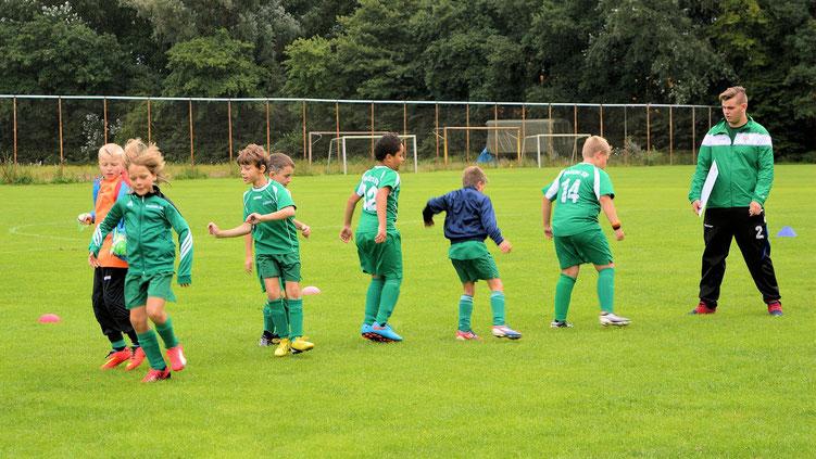Fußball - 03 - Aufwährmen