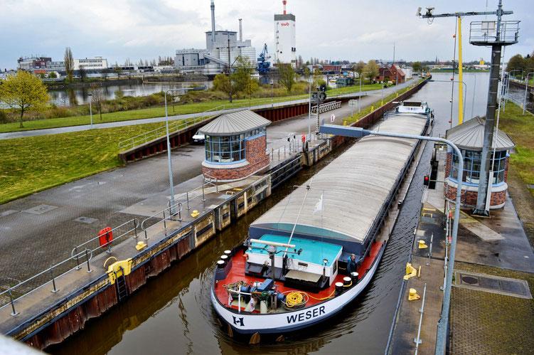 Weserwehr und Schleuse 21
