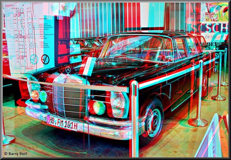 3D - Bremen - Oldtimer im Schuppen Eins 4 - Mercedes-Benz 220 S - von 1962 Dies war der Dienstwagen von Wilhelm Kaisen, Präsident des Senats und Bürgermeister von Bremen von 1945 -1965