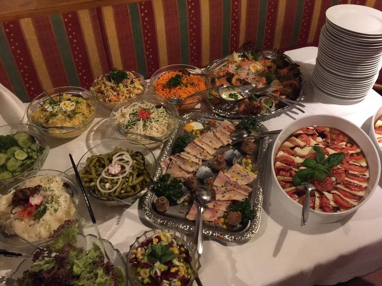 Salat-Buffet mit Fisch