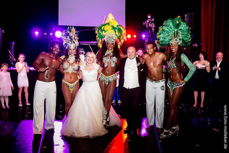 Schöne russische Hochzeit in Düsseldorf, brasilianische Tänzer