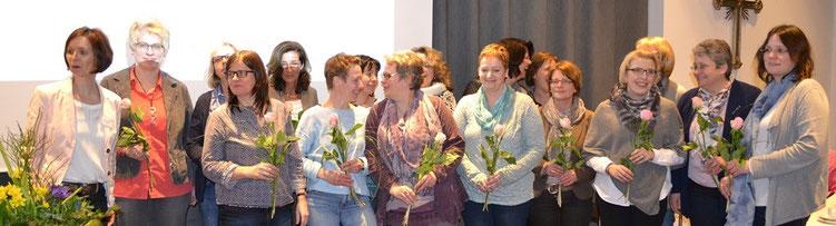 Die neuen Mitglieder wurden von der Vorsitzen Ottilie Zumbusch mit einer Rose im Berufsverband willkommen geheißen