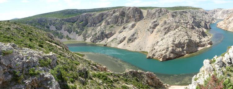 Die gewaltige Zrmanja Schleife vom Plateau aus gesehen