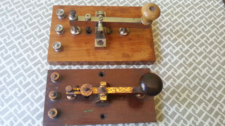 Leybold Telegraph key   -   confronto con analogo tasto di fattura Inglese.