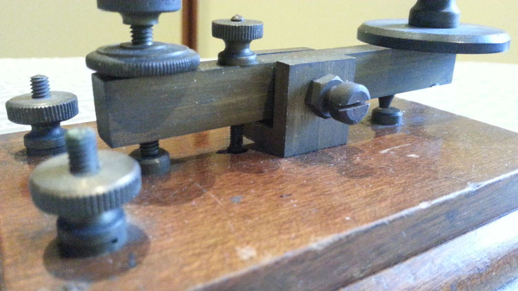 Early Dyna telegraph key with brass hardware  1925   -  particular of regulation and contact