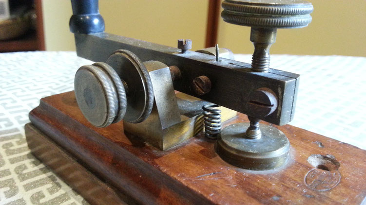 Italian postal telegraph key - Ing. De Rinaldis - particlular of contact and regulation