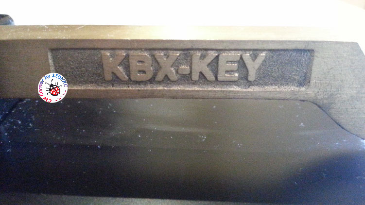 Finnish telegraph key XBX-102 - particular of write on mai lever dx side
