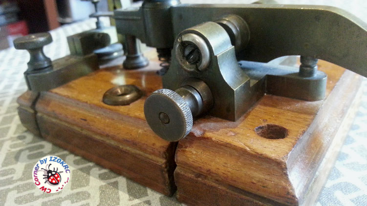 Very eraly Lindholm & Wikstrom morse key  -  particular of termional and rear contact
