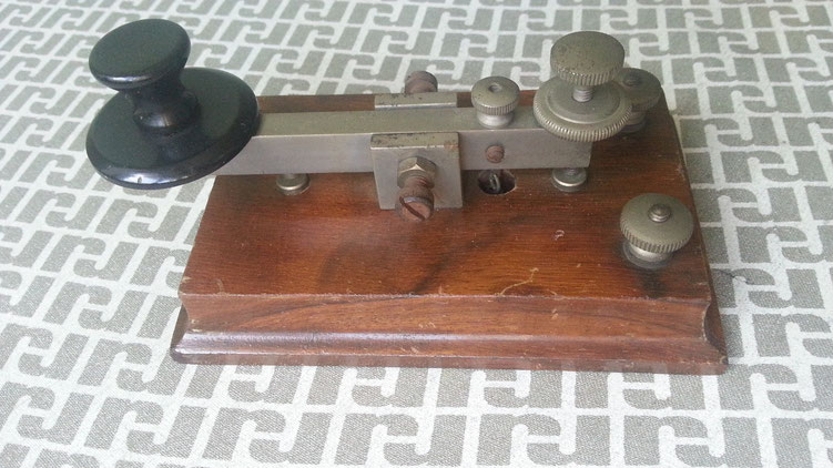 Late Dyna telegraph key with Nichel plate hardware