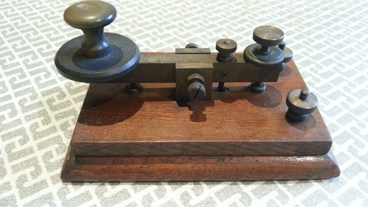 Early Dyna telegraph key with brass hardware -  1925