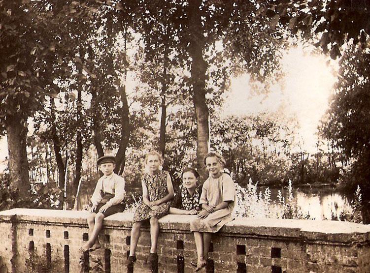 Backsteingeländer am Mühlenfließ.