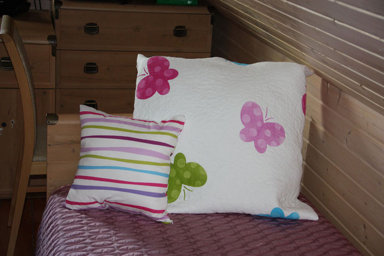 декоративные подушки в детской