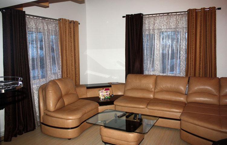 портьеры на люверсах из ткани MIAZZO и тюль из ткани ME CASA в гостиной