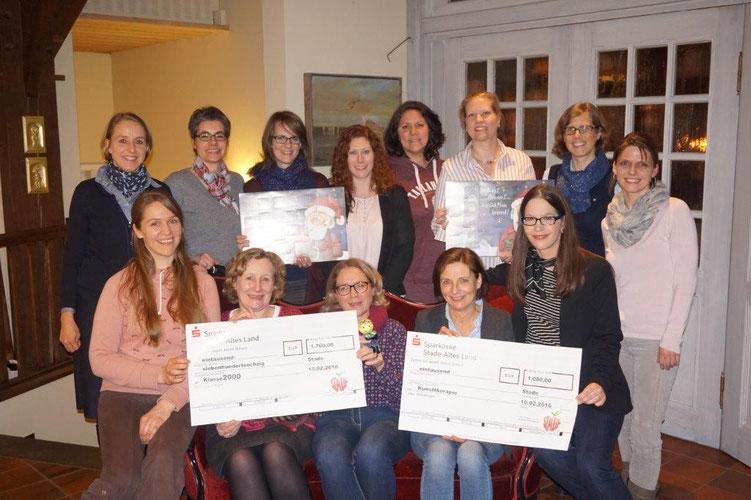 Spendenübergabe an das Projekt Klasse 2000 sowie an die Kunsttherapie an der Grundschule Freiburg