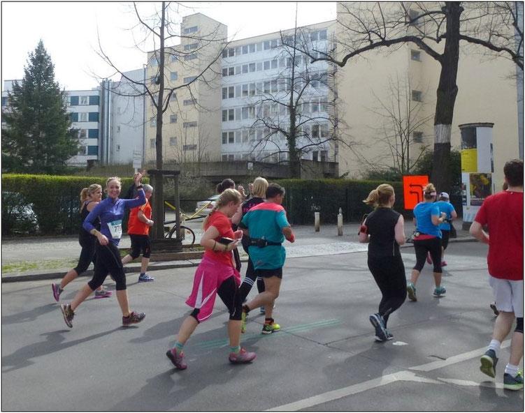 Lisa beim 36. Berliner Halbmarathon am 3. April.