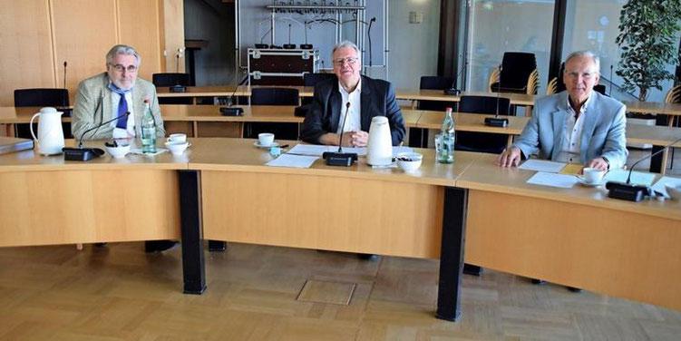 Sie fordern eine Pro-Kopf-Zuweisung des Landes an die Kommunen: Helmut Busjahn (von links), Hartmut Büttner und Gunther Koch. Quelle: Gerko Naumann (www.haz.de)
