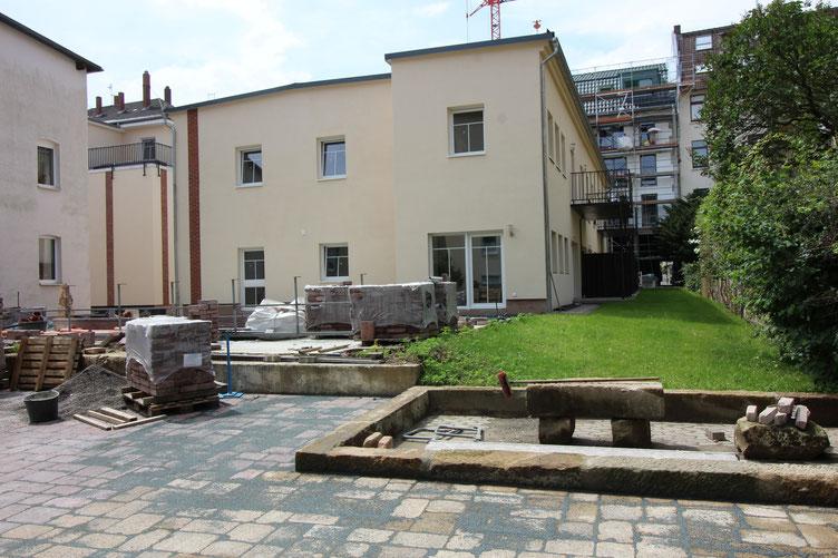 Der Garten der vier Wohnungen von Haus Mokka