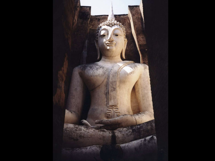 Buddha statue in Wat Si Chum in Sukhothai historical park
