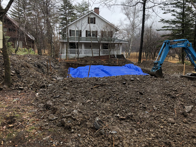 地面の掘削工事が終わったところ。