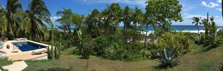 Panoramafoto mit Pool und Pazifischem Ozean