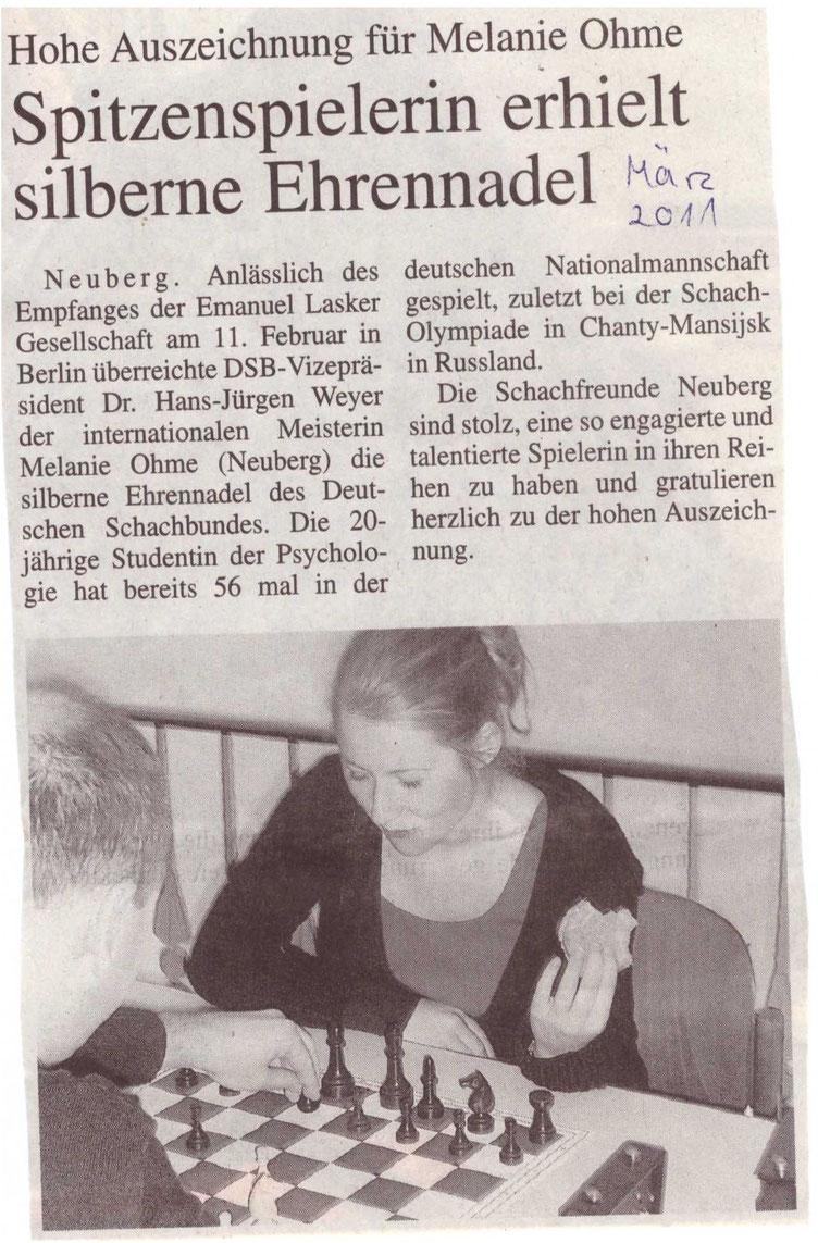 Zeitungsartikel, Melanie Ohme erhält silberne Ehrennadel vom Deutschen Schachbund verliehen